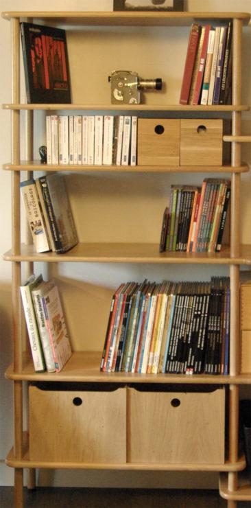 Bibliothèque en bois à hauteur modulable