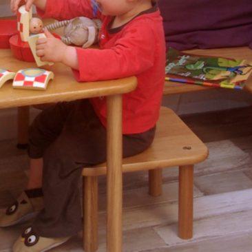 Tabouret enfant en bois massif - vue en situation