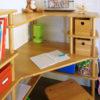 Zoom sur le bureau du meuble d'angle enfant SATURNE