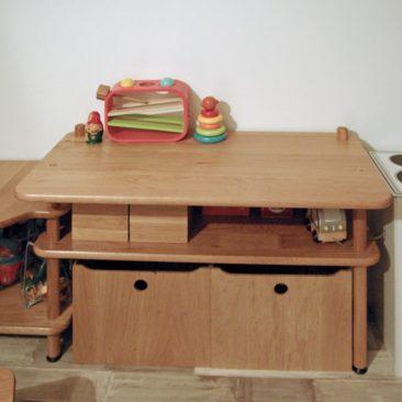 Zoom sur le bureau du meuble enfant BABY.